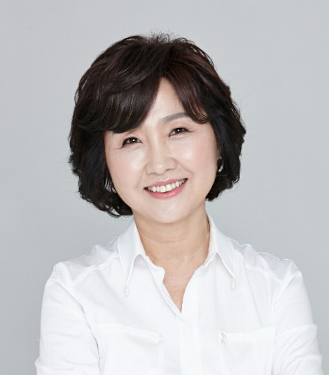 Portrait of Professor Hyun-Sook Kim